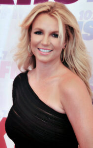 Britney_Spears_2013_(Straighten_Crop)